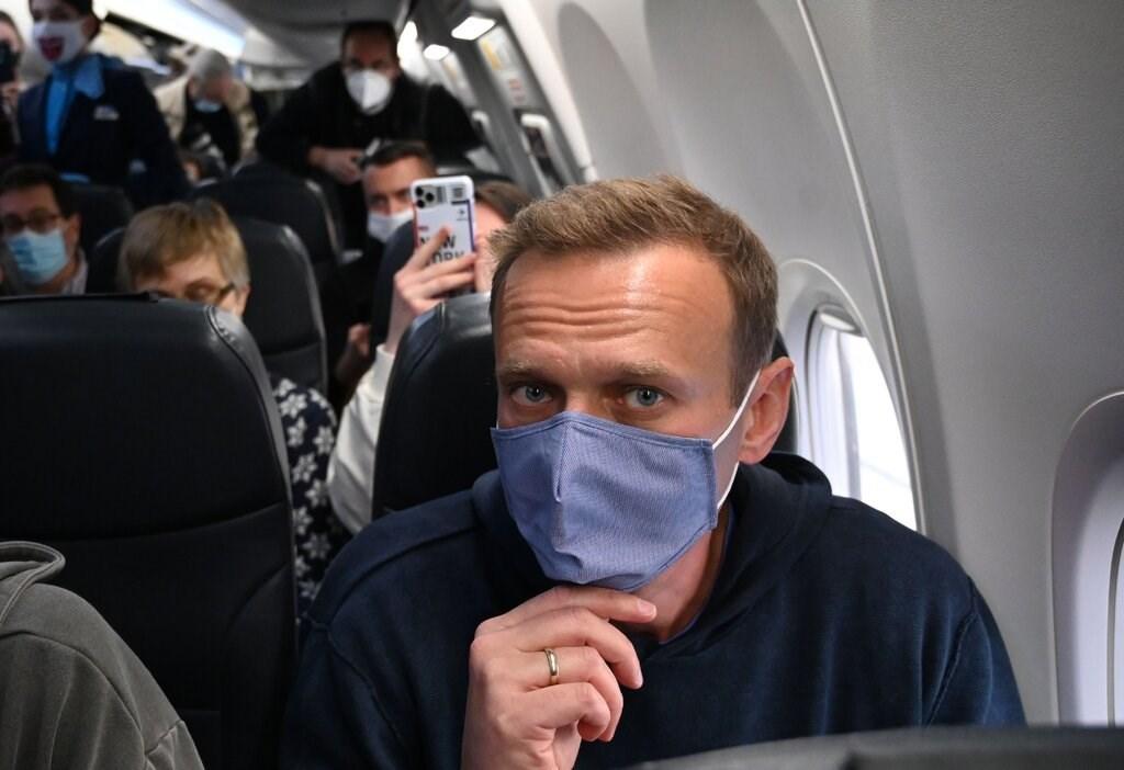 المعارض الروسي ألكسي نافالني في الطائرة عائداً إلى موسكو.