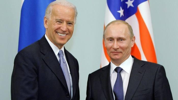 الرئيس الروسي فلاديمير بوتين خلال لقائه نظيره الأميركي جو بايدن (أرشيف)