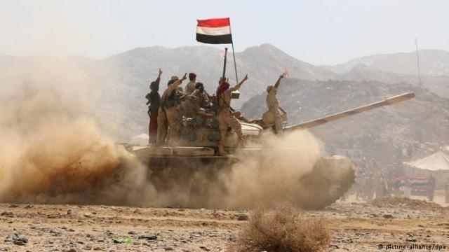 منذ نهاية 2017 انشق أكثر من 12 ألف مقاتل في صفوف قوات الرئيس هادي والتحالف السعودي، وانضماموا إلى قوات حكومة صنعاء