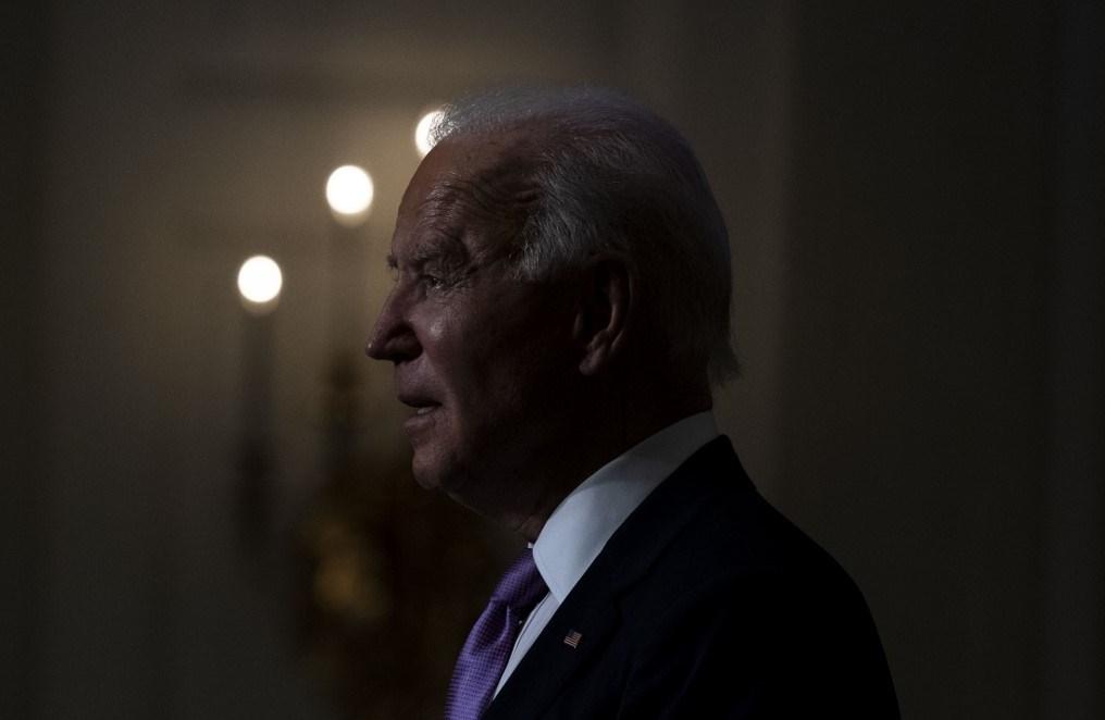 الرئيس الأميركي المنتخب جو بايدن متحدثاً داخل البيت الأبيض (أ ف ب)