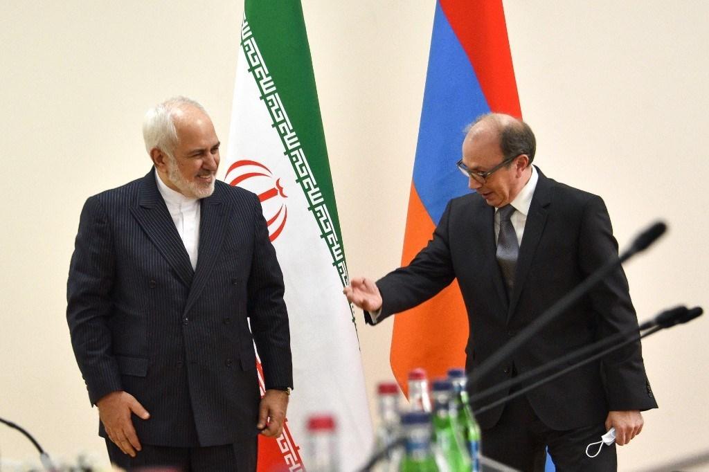 وزير الخارجية الأرميني آرا أيفازيان يلتقي بنظيره الإيراني محمد جواد ظريف في يريفان 27 كانون الثاني/يناير 2021 (أ ف ب)