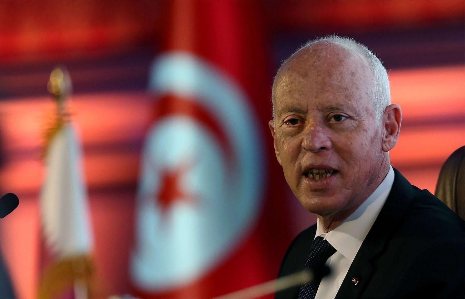 قالت الرئاسة التونسية أنّ الظرف المشبوه موجود لدى مصالح وزارة الداخلية.