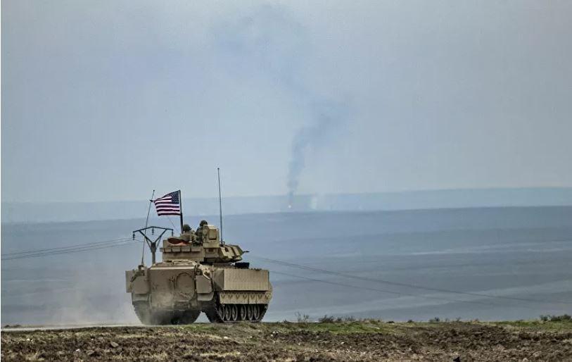 جنود أمريكيون في دورية بالقرب من معبر