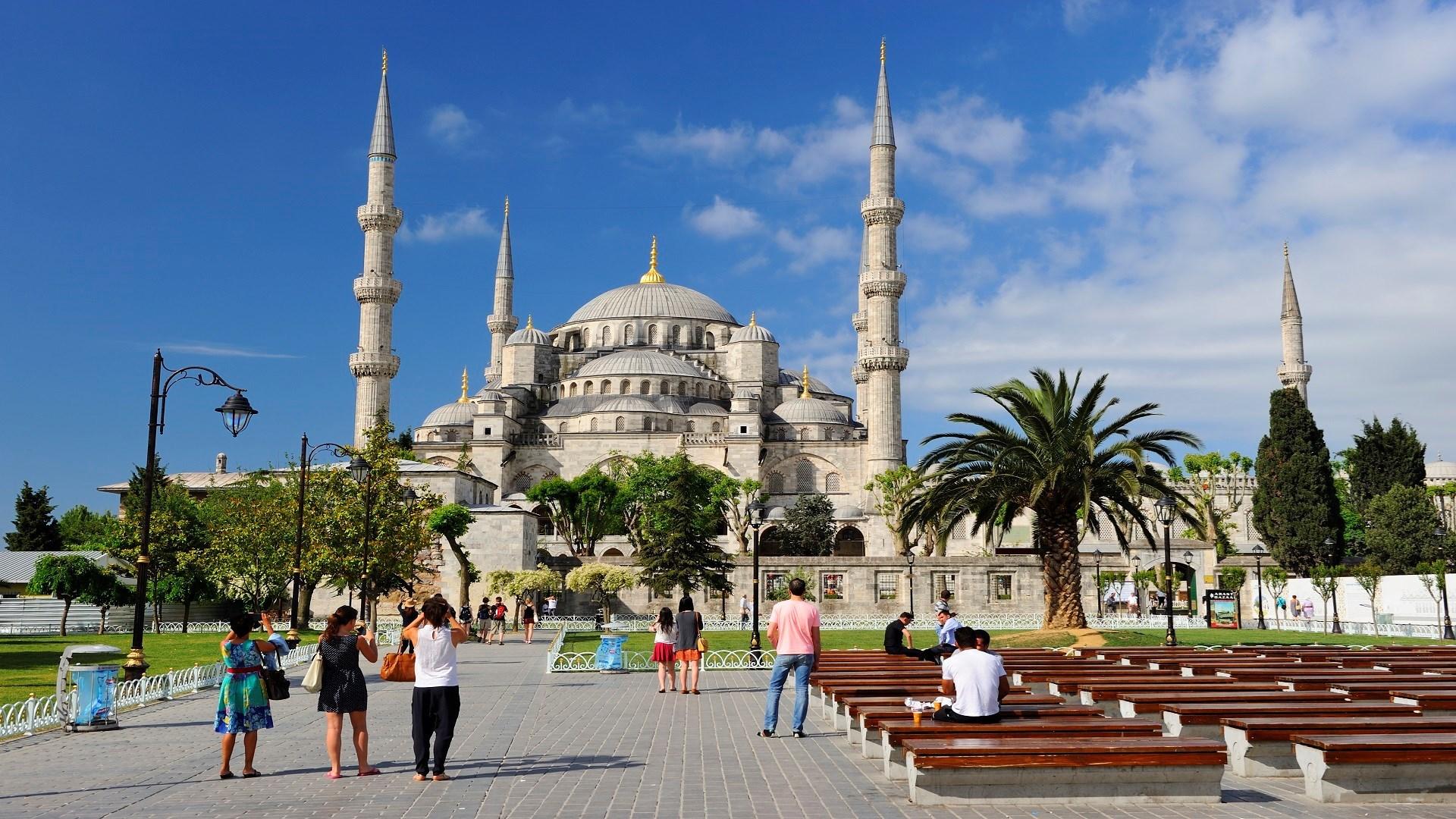 الأمم المتحدة تعلن تكبد قطاع السياحة العالمي خسائر تقدر بـ 1300 مليار دولار خلال 2020