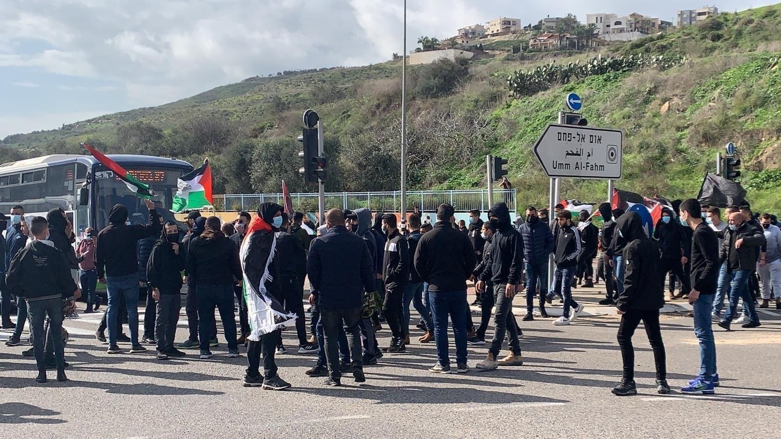 تجدّد الإحتجاجات عند مدخل مدينة أم الفحم الفلسطينية