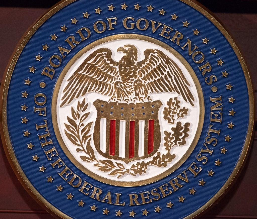 ختم مجلس الاحتياطي الفيدرالي خلال مؤتمر صحفي في واشنطن العاصمة (أ.ف.ب)