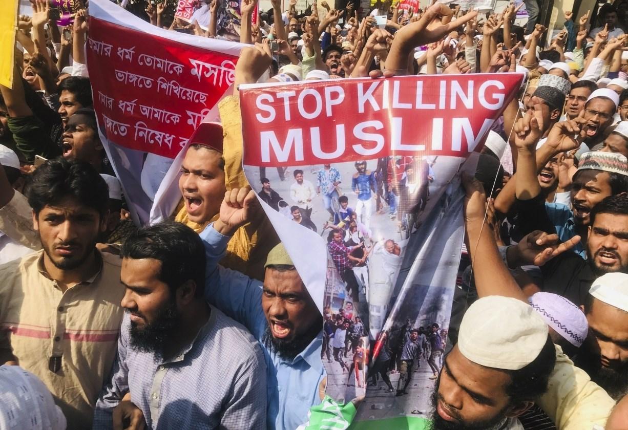 لم تتوقف سياسة الحزب الحاكم، منذ وصوله إلى السلطة، عن تضييق الخناق على الطائفة المسلمة