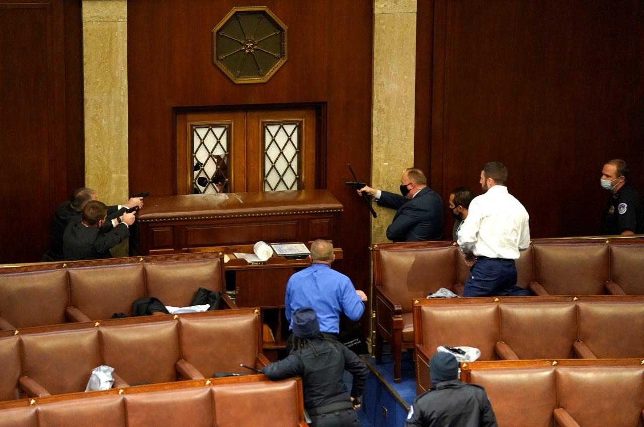 كيف علق الحزب الجمهوري على الاشتباكات داخل الكونغرس؟