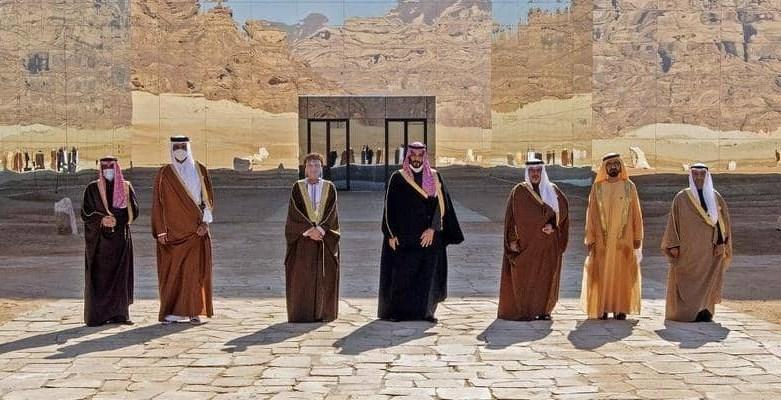 ليست السماء صافية في الخليج كصفاء مرايا القصر الذي عقدت فيه القمة