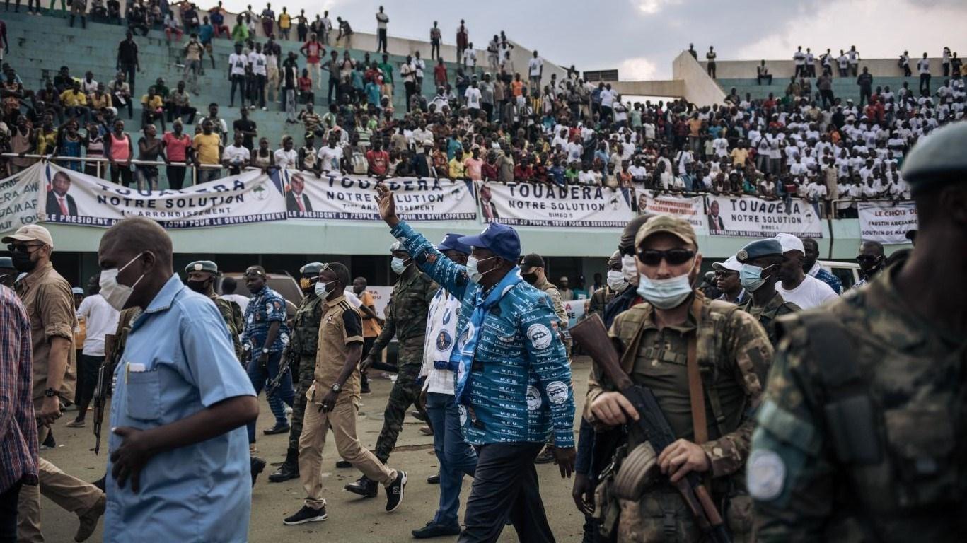 ماكرون يدعم انتخاب تواديرا رئيساُ لإفريقيا الوسطى ويدين معارضيه