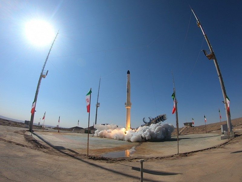 ايران تطلق صاروخ