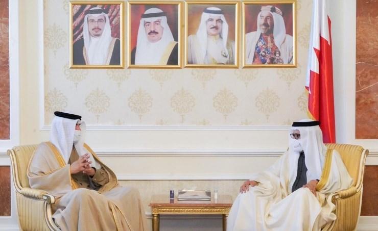 وزير الخارجية البحرينية عبداللطيف بن راشد الزياني خلال اجتماعه بمحمد السيسي البوعينين.