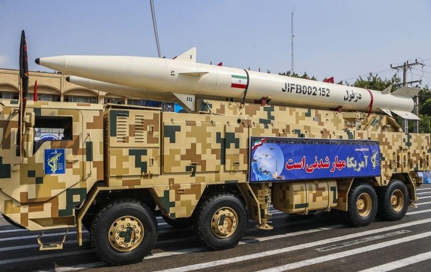 بذكرى انتصار الثورة.. الحرس الثوري يعرض صواريخ باليستية