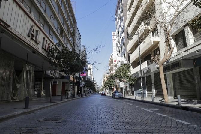 بيروت في ظل الوباء: سيارات إسعاف وعُمَّال