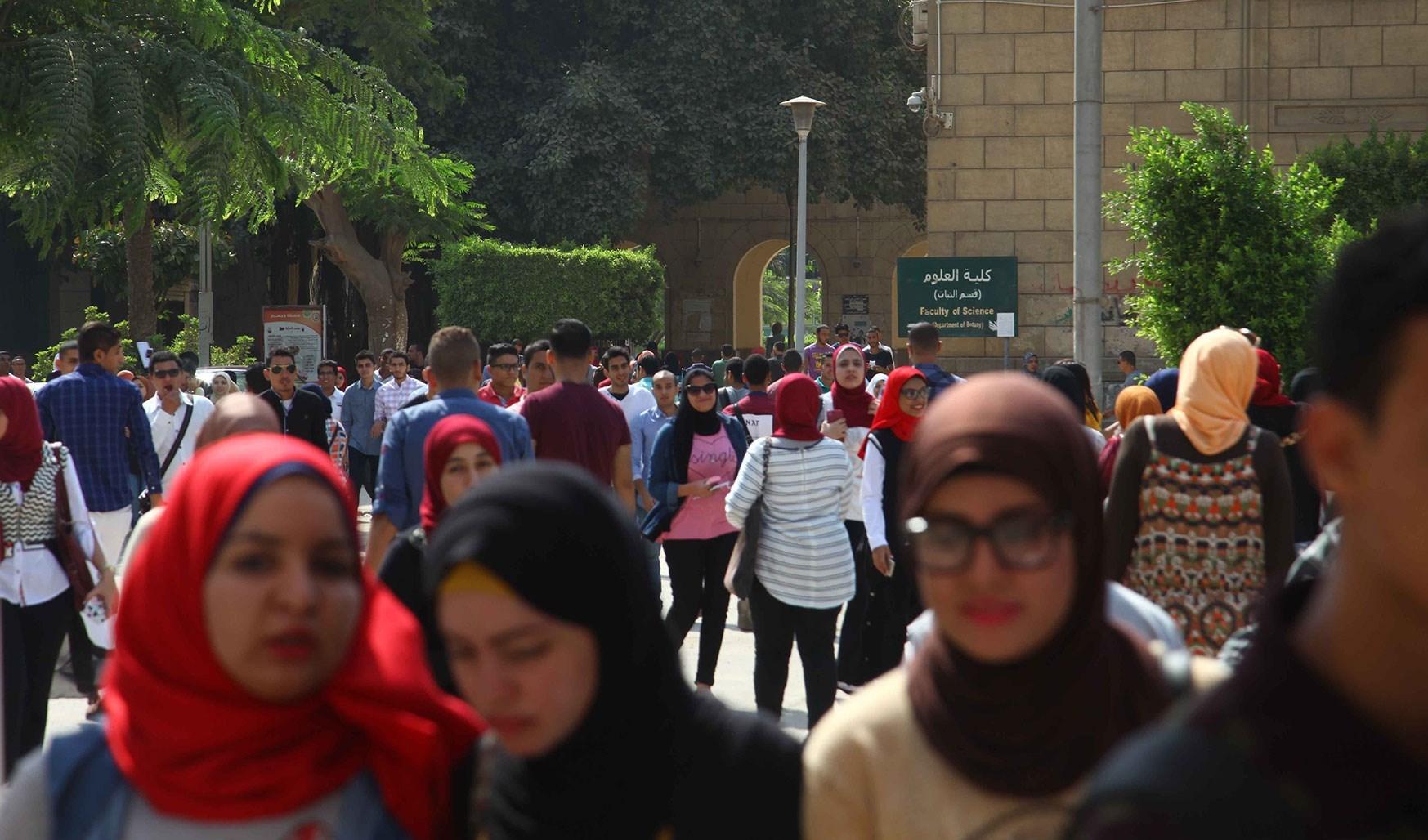 تجنباً لمخاطر كورونا.. مصريون يطالبون بتجنب الامتحانات حضورياً