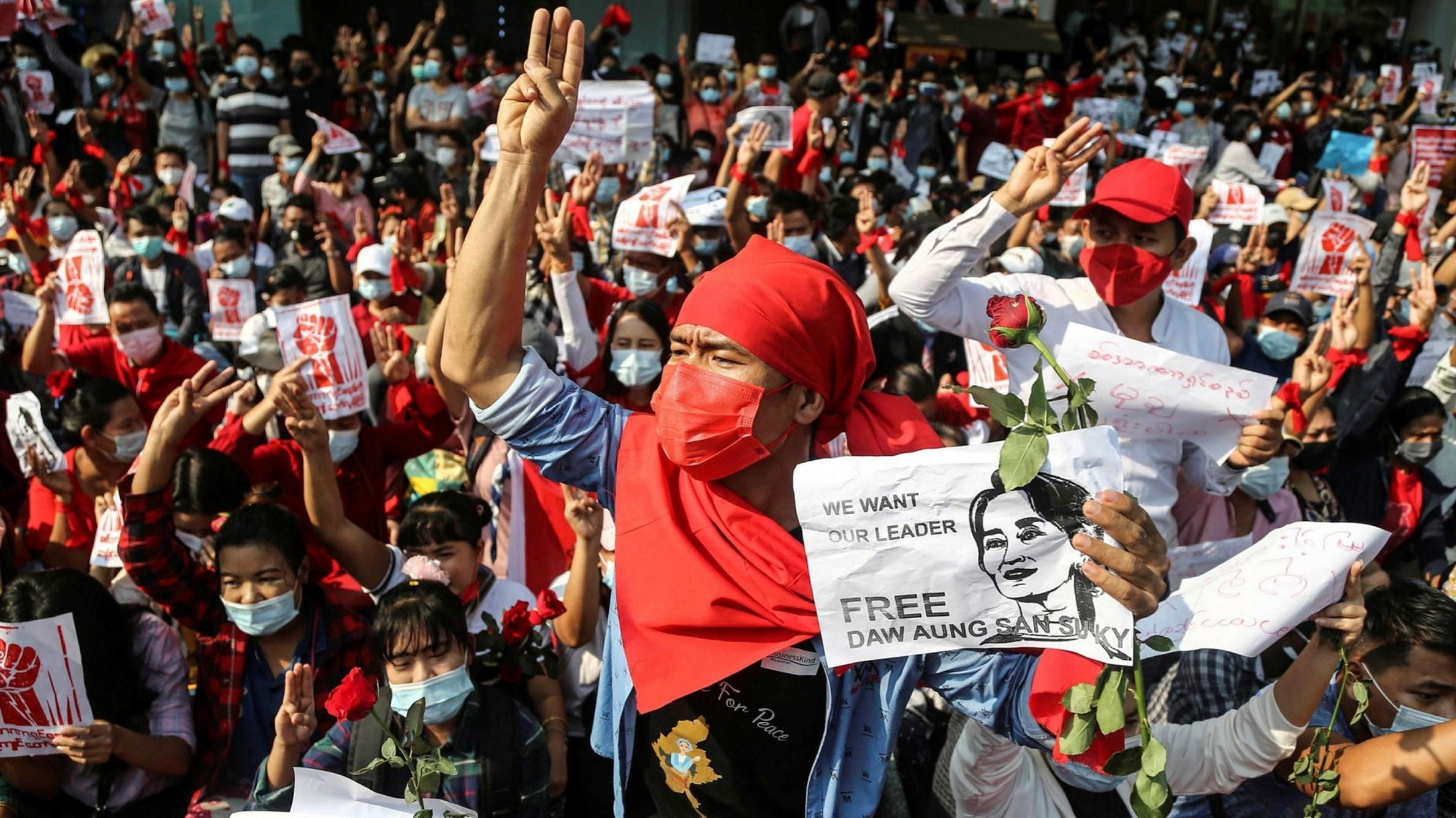 الجيش البورمي أطلق العيارات المطاطية والغاز المسيل للدموع على المتظاهرين في العاصمة ورانغون