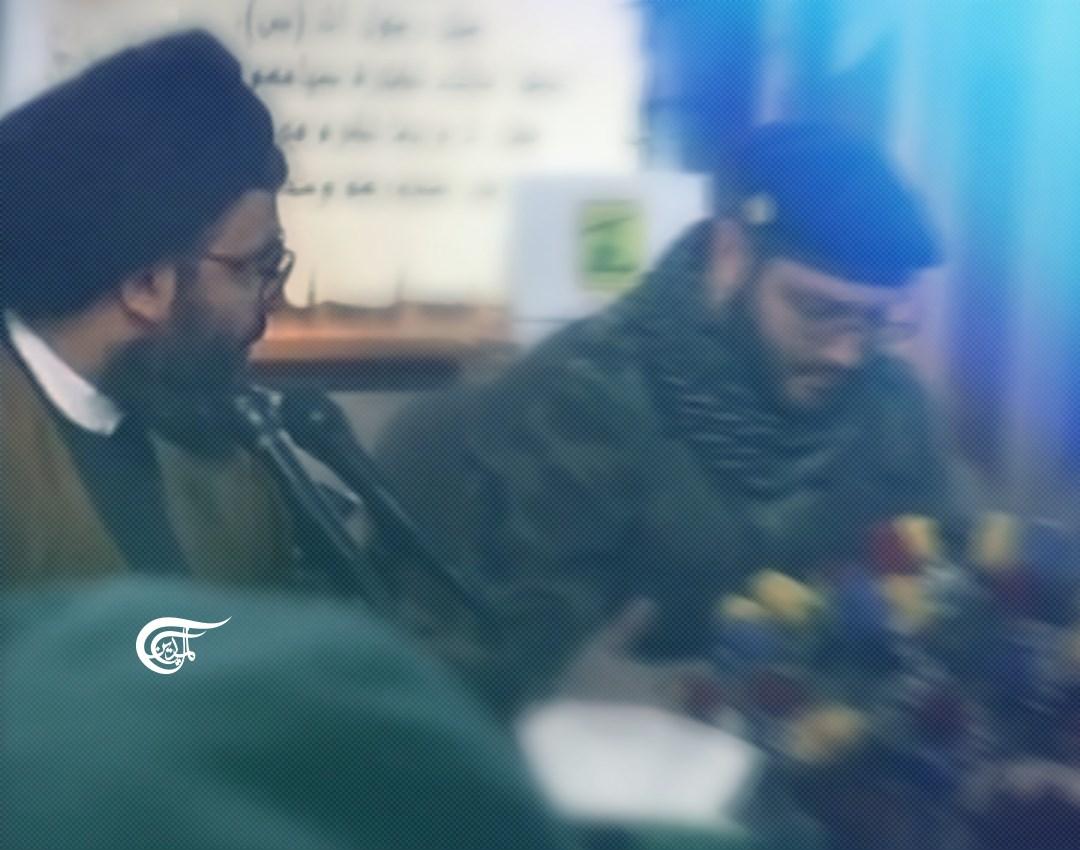 الميادين تعرض مشاهد خاصة للشهيد مغنية والسيد نصر الله