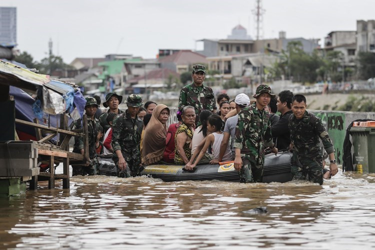 Video: 75 people were killed due to floods in Indonesia and East Timor.