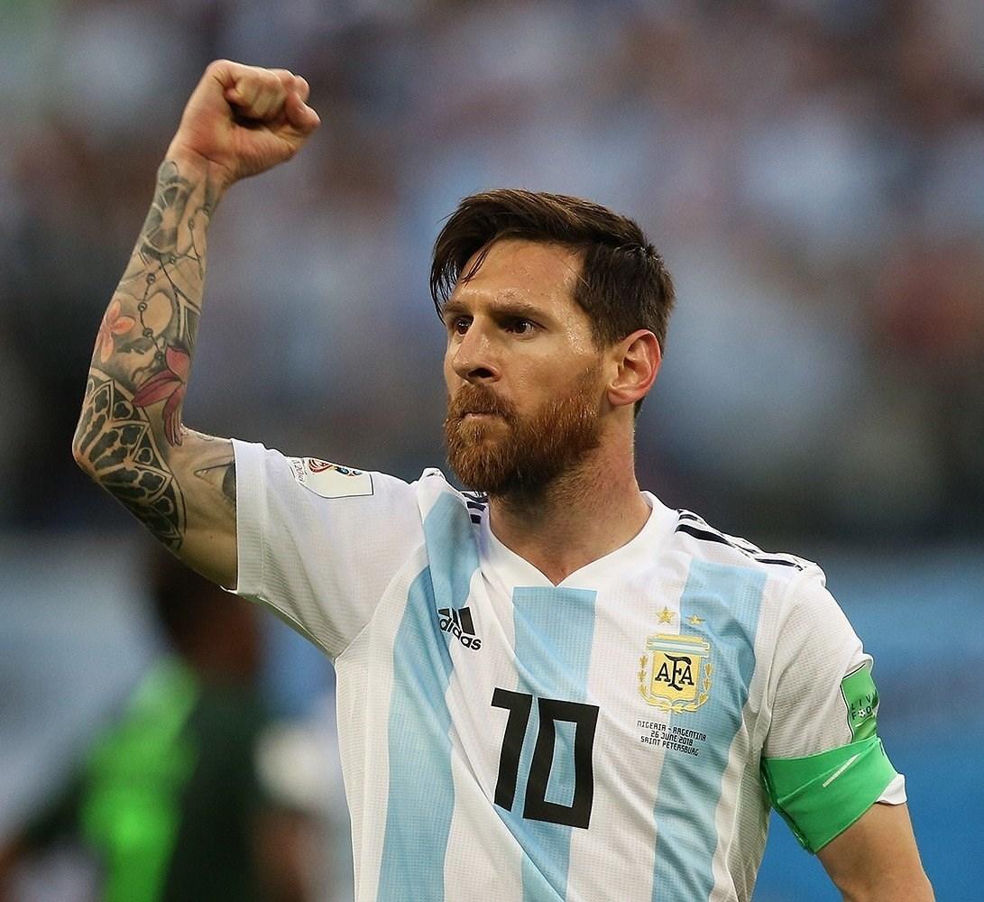 Brazil Vs. Argentina... Neymar Vs. Messi Who's Getting it First?