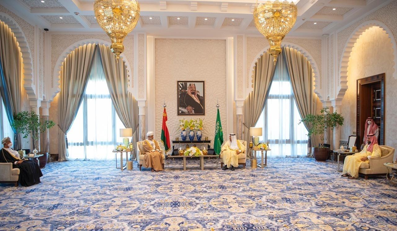 Oman's Sultan Visits KSA, Meets King Salman