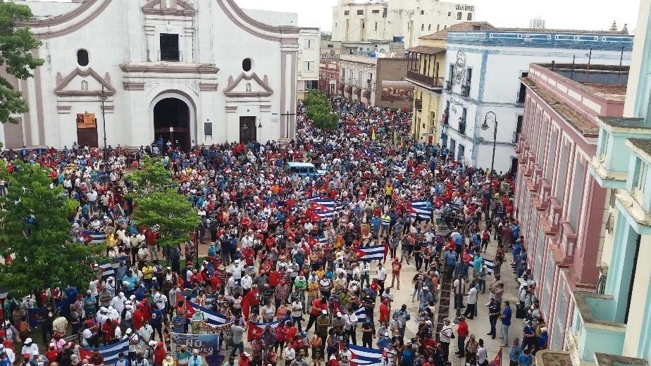 'Pro-democracy protest' (left) vs pro-Revolutionary Government rally (right)