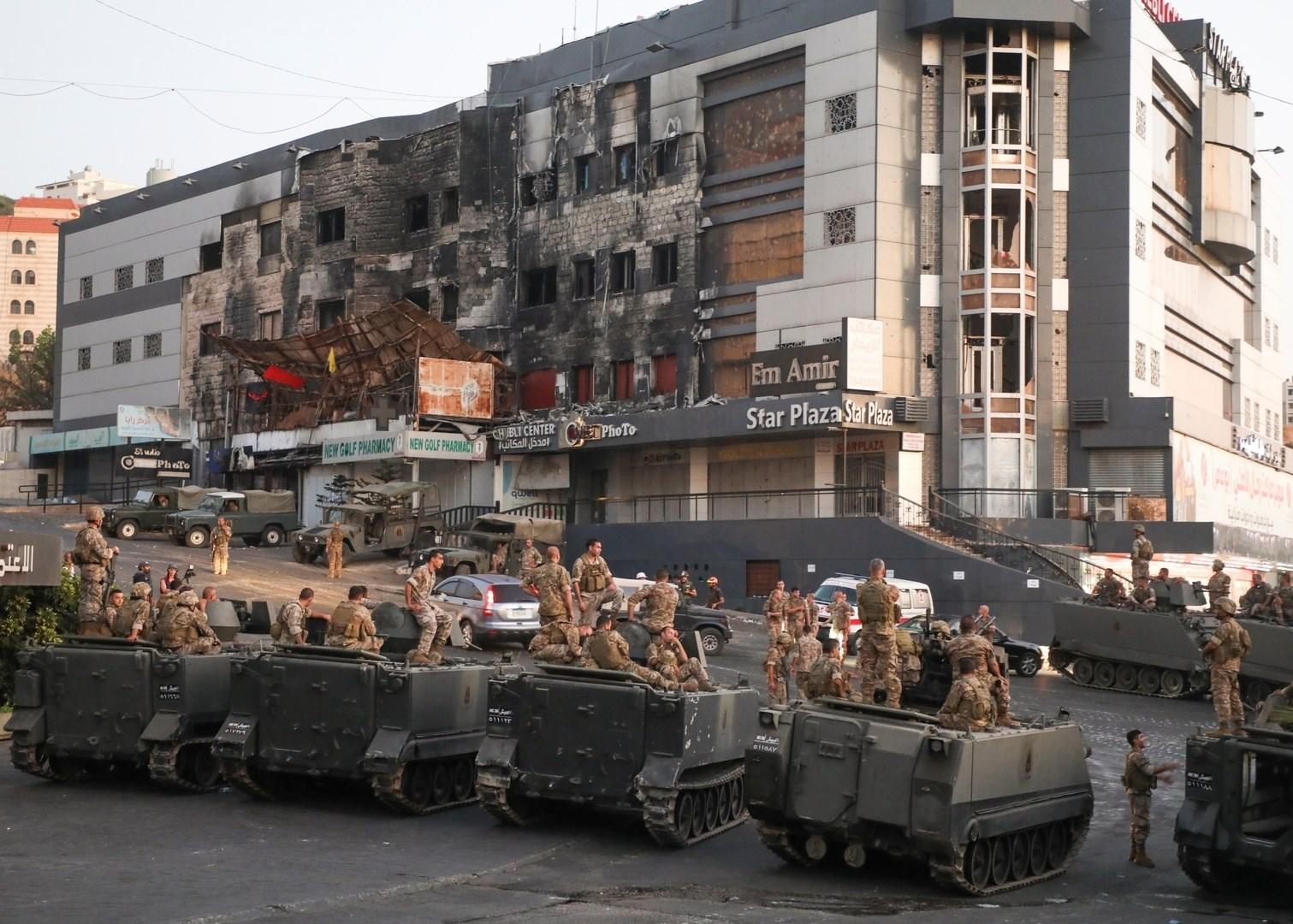 Lebanese army mobilized in Khalde, south of Lebanon