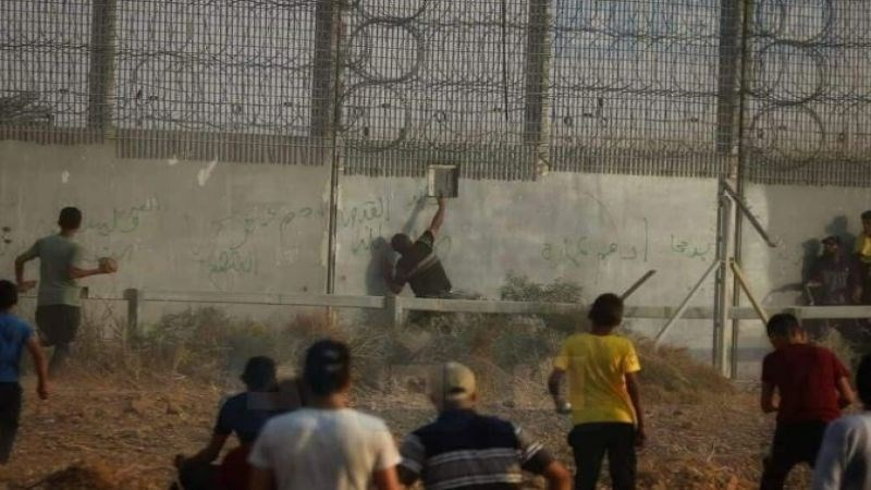 The moment the Palestinian shot the Israeli soldier through a hole in the wall