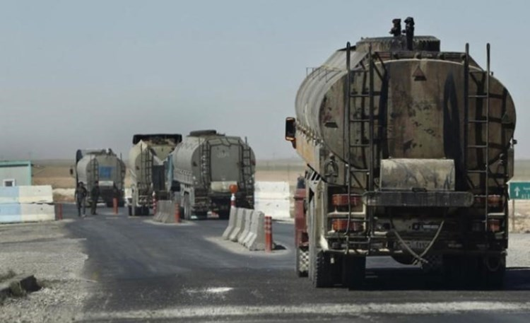 Oil is transported from the Rumailan fields to northern Iraq through the illegal Al-Waleed crossing (archive).
