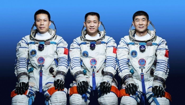 China's 1st Space Station Crew Returns to Earth